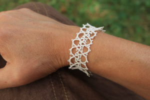 Bracelet Priscilla Tatting book en soie Gutermann